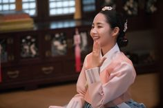 Queen for Seven Days (Hangul: 왕비; 7 Day Queen) is a South Korean television series starring Park Min-young as the titular Queen Dangyeong of Joseon, with Yeon Woo-jin and Lee Dong-gun. It airs on 신채경 역 박민영 Korean Hanbok, Korean Dress, Queen For Seven Days, Yeon Woo Jin, Kbs Drama, Park Min Young, Cute Korean, Korean Women, Asian Beauty
