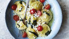 Italienske klassikere: To italienske klassikere du vil elske! Waffles, Pancakes, Bastilla, Homemade Pasta, Ricotta, Mozzarella, Food Inspiration, Acai Bowl, Oatmeal