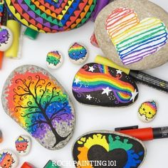 16 beautiful rainbow rock painting tutorials that will make amazing rocks! These rainbow rock painting ideas are perfect for brightening up someone's day! Each rainbow has a tutorial and is perfect for beginners. Rock Painting Patterns, Rock Painting Ideas Easy, Rock Painting Designs, Painting Tutorials, Rock Painting For Kids, Paint Patterns, Painting Videos, Pebble Painting, Pebble Art