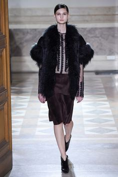 See the complete Sharon Wauchob Fall 2015 Ready-to-Wear collection.