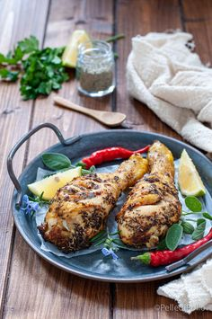 Gustose cosce di #pollo con aromi e #spezie cotte in #airfryer o nel forno tradizionale. Leggere e veloci! #ricette #secondiveloci