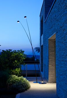 Dit willen we u niet onthouden: de nieuwe tuinverlichting uit Italië van Davide Groppi. Wij vielen als een blok voor …