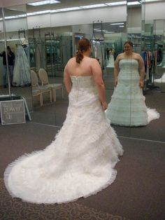 Tips for dress shopping for plus sized brides. Good read.