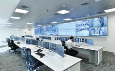 therefore it needed to have a control center to carry out security surveillance throughout the city. Corporate Office Design, Modern Office Design, Office Interior Design, Office Interiors, Security Room, Site Office, Security Monitoring, Spaceship Interior, Command And Control