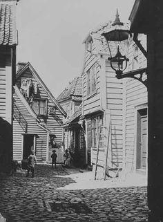 Nedre Banesmug fra marcus.uib.no Bergen, Big Ben, Norway, Buildings, History, Architecture, Travel, Arquitetura, Historia