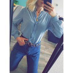 f19fa84217439 Beau chemisier bleu pastel en soie fluide et très agréable à porter,  féminin et rétro. Vinted