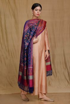 Churidar Designs, Kurti Neck Designs, Kurta Designs Women, Saree Blouse Designs, Dress Indian Style, Indian Dresses, Indian Outfits, Stylish Dress Designs, Stylish Dresses