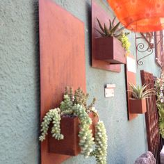 I can make something that looks just like this ! Wall planters