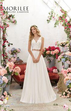 Dwuczęściowa Suknia ślubna Mori Lee w stylu Boho. Oddzielny koronkowy gorset z wyszywanymi kamieniami oraz spódnica z delikatnej siateczki. Idealna, …