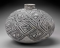 Olla (water jar) Native American (Unknown group) Prehistoric, about Native American Baskets, Native American Pottery, Native American Artifacts, Native American Quotes, Native American Indians, American Symbols, Ceramic Pottery, Ceramic Art, Indian Ceramics