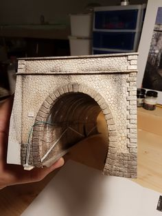 Great looking tunnel (Italian forum) // Inspiration Ho Trains, Model Trains, Escala Ho, Train Tunnel, Model Train Layouts, Christmas Villages, Train Set, Classic Toys, Scale Models