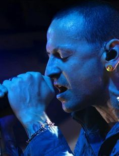 Beautiful Legend Chester Bennington ❤🤘 Your voice will always be home💙🎤🤘 Chester Bennington, Charles Bennington, Chester Rip, Linkin Park Chester, Miss U So Much, Mike Shinoda, Music Heals, Chris Cornell, Rest In Peace
