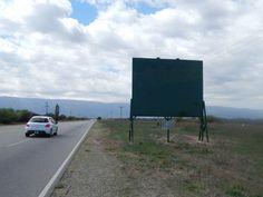 Los carteles ubicados en la margen sur de la Ruta 5