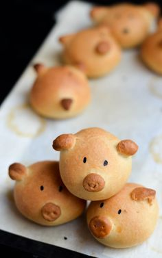 Pig shaped mini burger buns. (Ok I know these would be more convincing with piggy meat in them but I think they'd be cute with veggie burgers, or just on the side of soup, too!!)