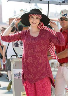 """spring 2016 - Tunic """"Venezia"""" cotton / Modal 61402-33.jpg Exciting tunic with our beautiful pattern printing """"Venezia"""" with floral tendril motif. Half buttoned, dividing seam at the waist, tapered at the lower degree. Light trumpet sleeves. Figure-hugging fit, around the hip generous. Length / M 90 cm Item number 61402 Price: 79.- €"""