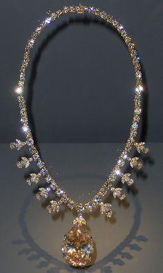 Royal Jewelry, Luxury Jewelry, Diamond Jewelry, Jewelry Box, Jewelery, Jewelry Accessories, Fine Jewelry, Jewelry Design, Diamond Necklaces