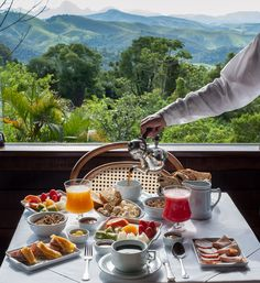 Café da manhã no Hotel Rosa dos Ventos - breakfast overlooking the jungle anyone?
