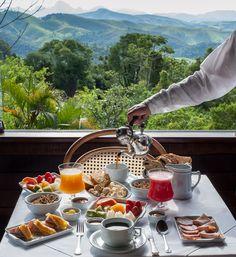 Café da manhã no Hotel Rosa dos Ventos - breakfast overlooking the jungle anyone?
