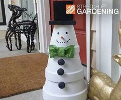 Flower Pot Snowman - 37 Snowman Crafts That Don& Need Snow . Snowman Crafts, Christmas Projects, Holiday Crafts, Holiday Fun, Snowman Pics, Festive, All Things Christmas, Winter Christmas, Christmas Holidays