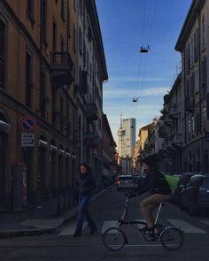 #chinatown #milano #milanodavedere #ig_milan #ig_milano #igersmilano #lombardia #italy #italia #grattacielo #skyscraper #citylife #ildritto #rai #corsosempione by milano_pictures