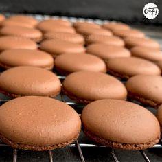 Macarons : la recette des coques Macarons, Biscuits, Gluten, Bread, Cheese, Cookies, Fruit, Food, Macaron Caramel