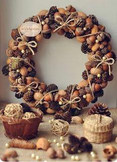 Corona navideña con frutos secos