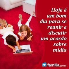 Familia.com.br | Como #criar um #acordo #familiar sobre #midia para #ensinar como se #proteger dos males da #internet. #parentalidade #paisefilhos
