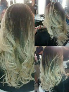 Nossa Colorista Lily Almeida sempre arrasando no Ombré Hair platinado! Nossa cliente saiu do Espaço Gio's deslumbrante!