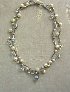 Perle Wrap Halskette - Gigi - Gehäkelte Kette Boho chic gehäkelten Schmuck Böhmische Anweisung Kette, weiße Perlen, Kristalle