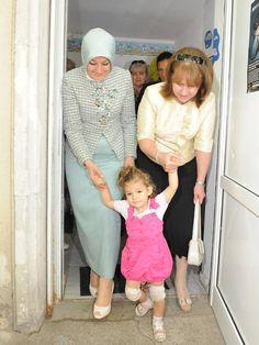 Hayrunnisa Gül Ekoseli Takımı - Ortuluyum.com - Tesettür Giyim Modelleri ve Tesettür Modası Tasarımları Hijab Style Dress, Hijab Outfit, Abaya Fashion, Muslim Fashion, Winter Outfits, Chic, Womens Fashion, Islamic, Dresses