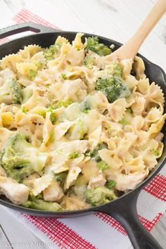 An easy and healthier chicken, broccoli, and pasta skillet casserole recipe. Ready under 30 minutes!  I have been on the hunt for quick meals that are healthy and this definitely fits the descripti...