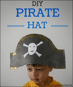 Hands: DIY Pirate Hat Easy DIY pirate hat for kids!Easy DIY pirate hat for kids! Pirate Hat Crafts, Pirate Hats For Kids, Pirate Art, Kids Hats, Pirates For Kids, Pirate Door, Sea Pirates, Preschool Pirate Theme, Pirate Activities