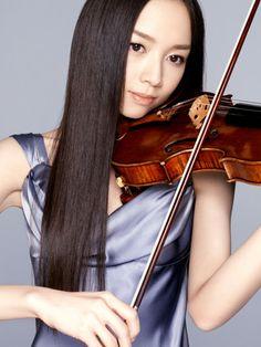 Emiri Miyamoto / violinist.