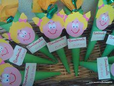 maestra Nella: regalino di benvenuto Grad Gifts, Doodles, Christmas Ornaments, Holiday Decor, Ideas, Shopping, Alphabet, Paintings, Art
