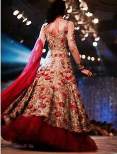 Amazing collection of latest bridal lehenga designs and stypes for Bangladeshi brides, Indian brides and Pakistani brides. The best collection of latest bridal fashion with photographs Latest Bridal Lehenga, Pakistani Wedding Dresses, Indian Wedding Outfits, Pakistani Bridal, Indian Dresses, Bridal Dresses, Sikh Wedding, Indian Weddings, Wedding Vows