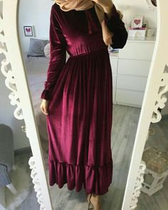 velvet maroon maxi dress-Maxi dresses with hijab styles – Just Trendy Girls Abaya Fashion, Muslim Fashion, Modest Fashion, Fashion Dresses, Style Hijab Simple, Edgy Style, Eid Outfits, Dress Outfits, Maxi Dresses
