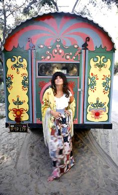 Linda Ronstadt, August 22, 1971 Topanga, CA, for the cover of her third, eponymous album, by Ed Caraeff