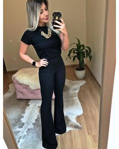 Casual Work Outfits, Work Attire, Mode Outfits, Fashion Outfits, Black Outfits, Fashion Tips, Fashion Trends, Business Professional Outfits, Business Casual Outfits