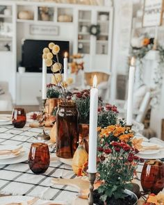 Thanksgiving Colors 2020 - Thanksgiving Color Schemes for Your Home Thanksgiving Tablescapes, Holiday Tables, Thanksgiving Decorations, Seasonal Decor, Table Decorations, Holiday Decor, Christmas Tables, Autumn Party Decorations, Thanksgiving Holiday