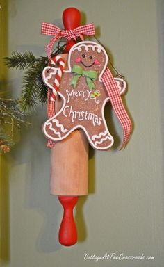 Christmas gingerbread rolling pin | Cottage at the Crossroads