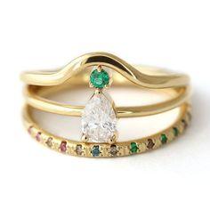 Idée et inspiration bague:   Image   Description   Bohemian Emerald Engagement Set, Pear Diamond Engagement Ring, Emerald Eternity Ring, Emerald Ring,  Tear Drop Engagement Ring