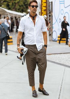 Gentleman style 119838040072415423 - Cool 38 Admiring Men Street Style Outfits Ideas That Make You More Cool In 2019 Source by elenahmelevskay Gentleman Mode, Gentleman Style, Stylish Men, Men Casual, Mens Fashion, Fashion Outfits, Fashion Trends, Gothic Fashion, Runway Fashion
