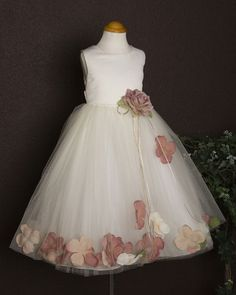 b3b8b70134 Flower Girl Dress...dont really like the style but I love the idea