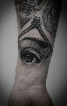 If you're looking for amazing dot work, Ien Levin is your man. #inked #tattoo #eye #amazing #allseeingeye #ink