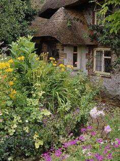 Country Garden  Details: Green Country Garden