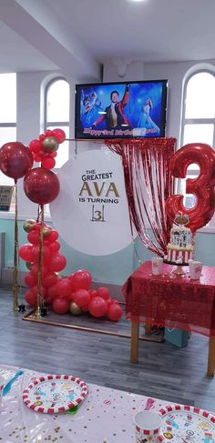 Balloon Decorations, Table Decorations, Ava, Balloons, Decor Ideas, Birthday, Home Decor, Homemade Home Decor, Interior Design