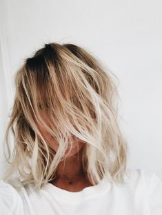 blondes | short hair | waves | highlights | blonde ombré | loose
