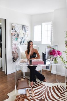 Home Office Inspiration Home Office Space, Home Office Design, Home Office Decor, Home Decor, Bedroom With Office, Feminine Office Decor, Cozy Office, Interior Design Career, Office Lounge