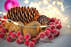 Vánoční Cetku, Borové Šišky Christmas Baubles, Christmas Cards, Moose Animal, Pine Cones, Free Photos, Decoupage, Place Card Holders, Christmas E Cards, Christmas Ornaments