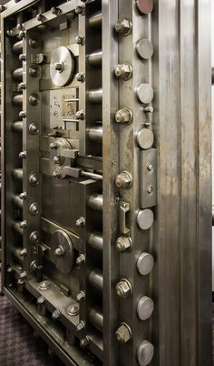 AD Classics: Woolworth Building / Cass Gilbert. Door to the safe deposit vault.
